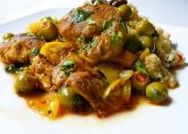 Tajine marocain de poulet aux olives vertes