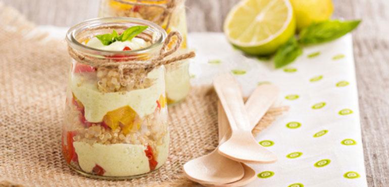 verrine de quinoa, poivrons et crème d'avocat