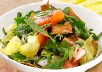 Salade Fattouche avec pain pita
